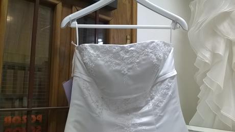 Korzetové svatební šaty, 38