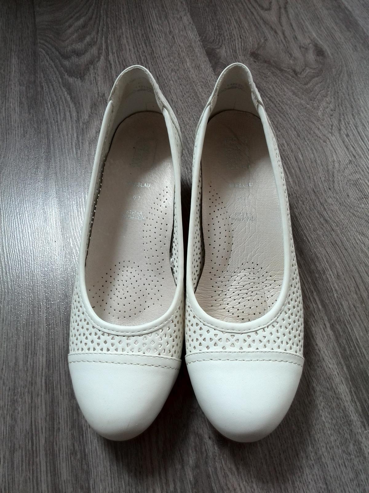 34b58f1c704 Svatební boty na klínku 40