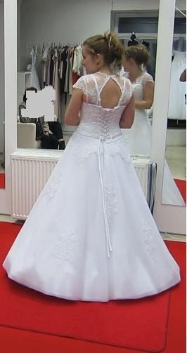 Bílé svatební šaty s krajkou, 36