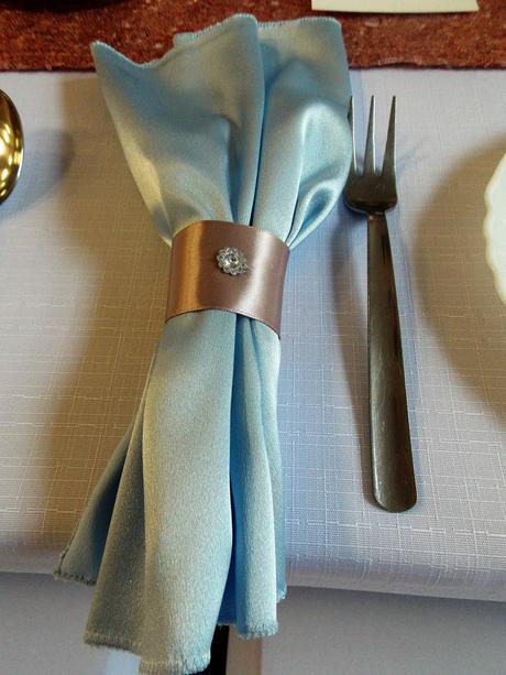 Saténové obrúsky na stôl k servítke,