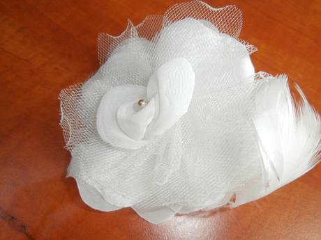 svadobná ruža do vlasov s podväzkom gratis,