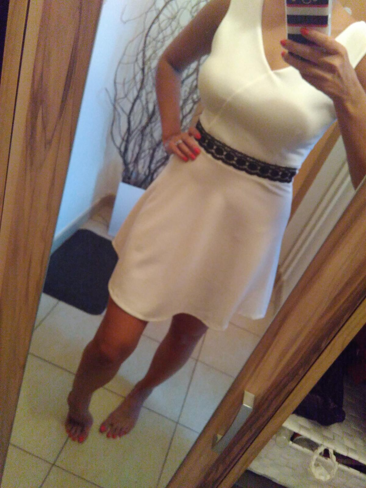 Bílé šaty s černou krajkou d513fd9761