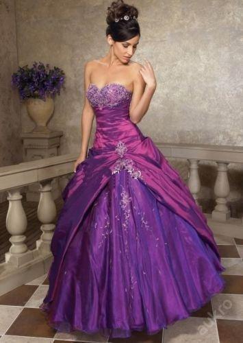 Společenské fialové šaty, 44