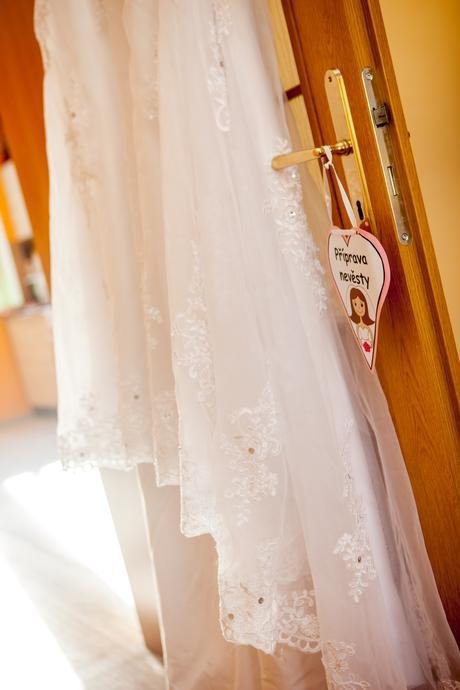 Svatební šaty se spodničkou zdarma, 40
