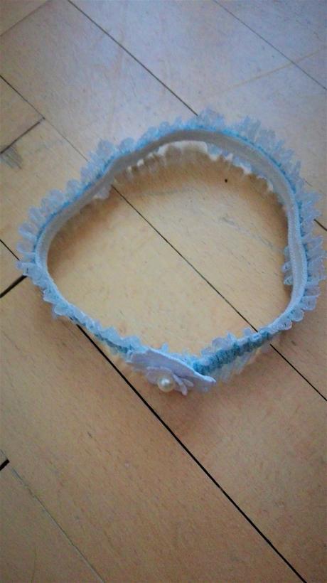 Modrý romantický podvazek, M