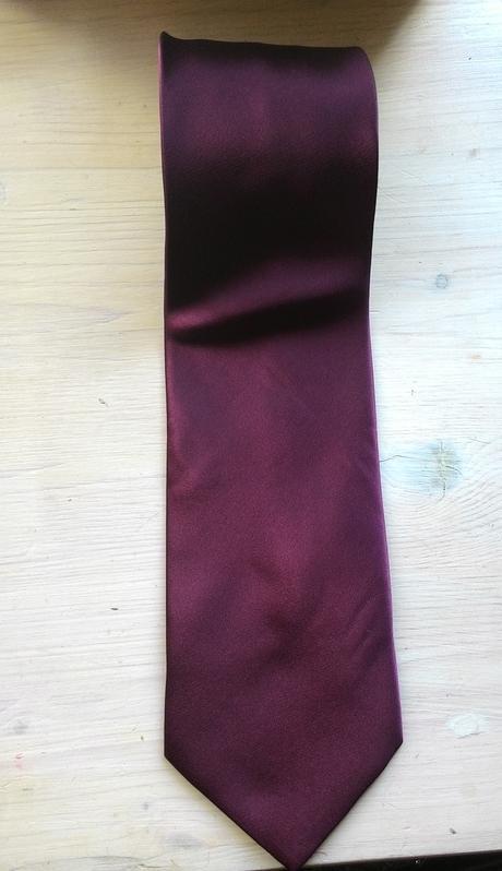 Bílá kytičkovaná kravata  ,
