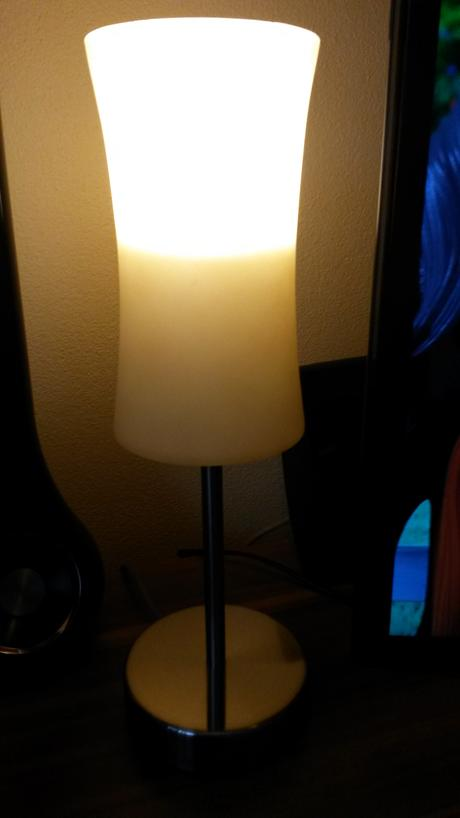 Stolna lampicka dotykova,