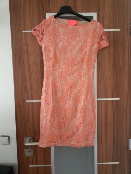 šaty koketejlky s čipkou , 36