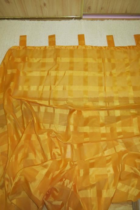 Oranžová záclona,