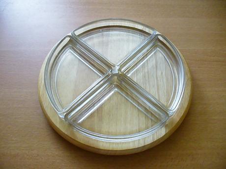 Servírovací dřevěný podnos se čtyřmi miskami,