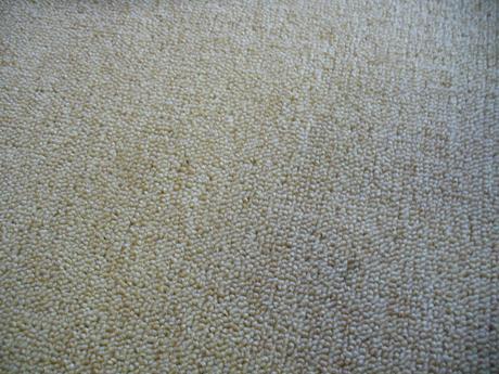 Zátěžový koberec v barvě bílé kávy,