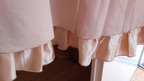 Béžový sukňový kostým s volánikom , 40