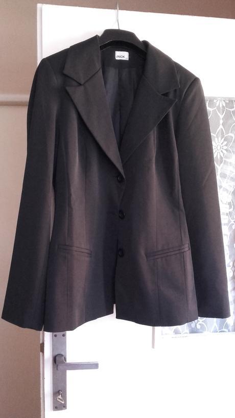 Čierne sako, 38