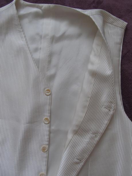 Lesklý svadobný oblek- krémová farba, 52