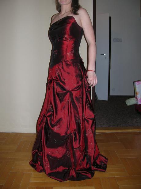 Vyšívané korzetové šaty, 36