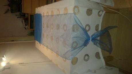 67,5 m azurově modré organzy (obšité)-šíře 48,5 cm,