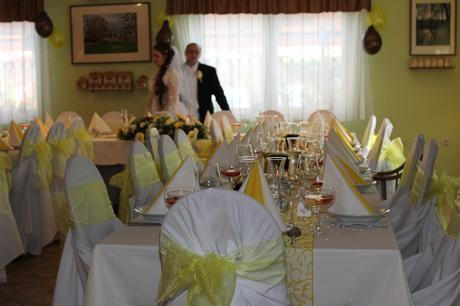 žlta svadobná vyzdoba,
