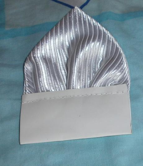 Biela vesta s kravatou a vreckovkou, 50