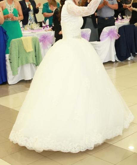 Princeznovské šaty+ spodnica+ bolero, 38
