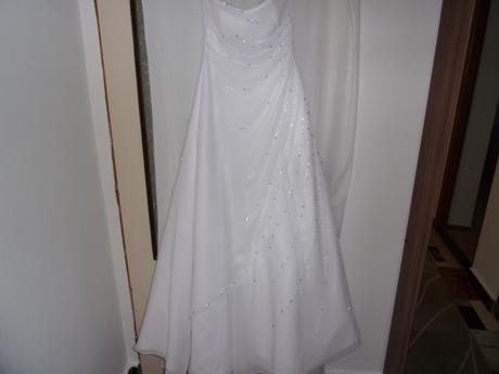 Svatební šaty pro vysoké nevěsty, 38