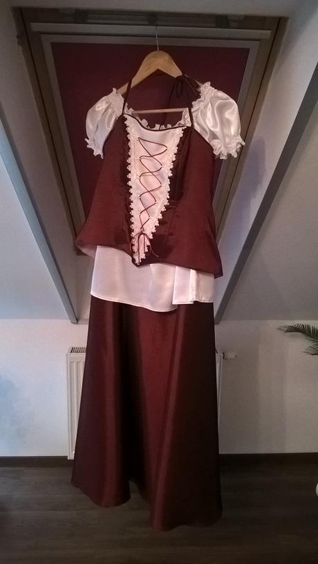 popolnočné šaty, 40