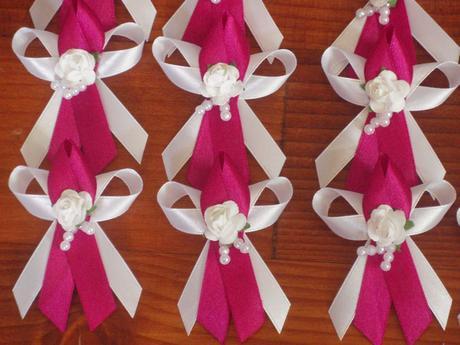 Č. 3 Pierka s ružičkou a korálkami - rôzne farby,