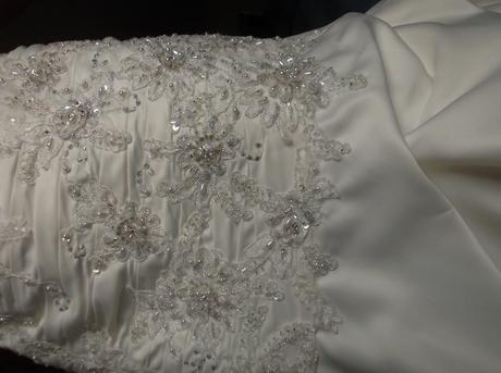 Luxusní vyšívané šaty z USA, 36