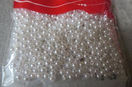 Bílé korálky průměr 4 mm 850 ks v balení,