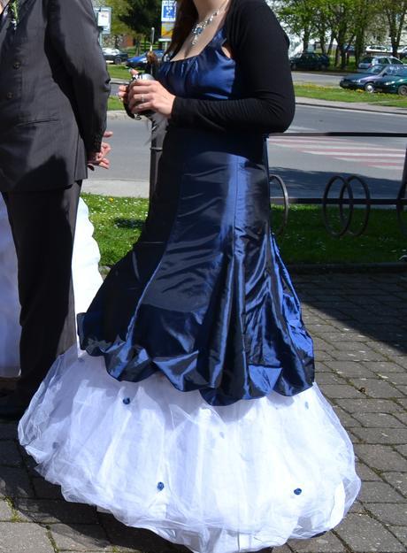 princeznovske spoloc.saty, 42