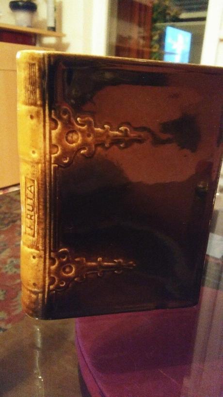 porcelanova kniha,