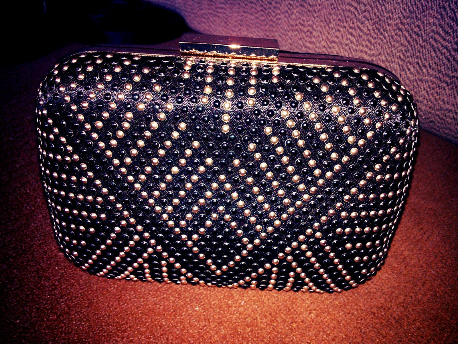 469cca6135 Čierno-zlatá kabelka