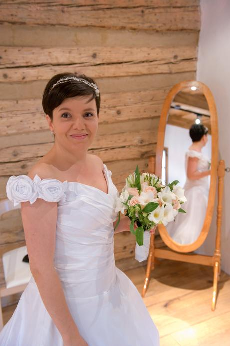 Svatební šaty s vlečkou 38/40 - Růžička , 38