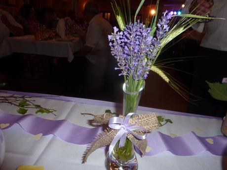 fialove stuhy na stol alebo ako dekoracia,