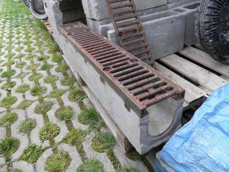 Betónový odvodňovací žľab s roštom ,
