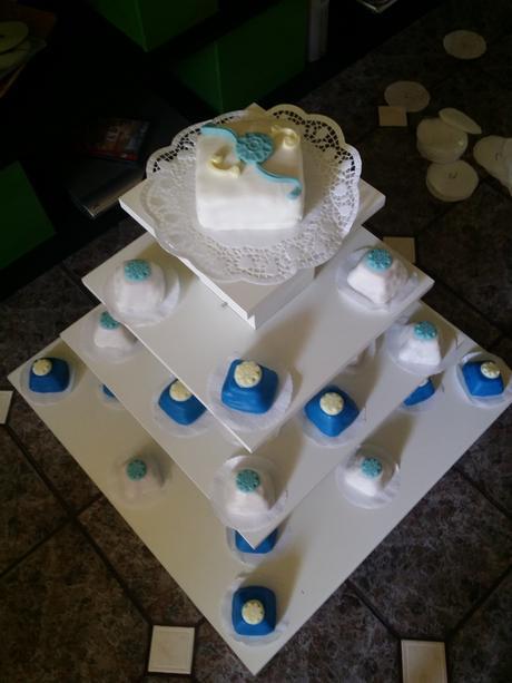 velký stojan na dortíky ,
