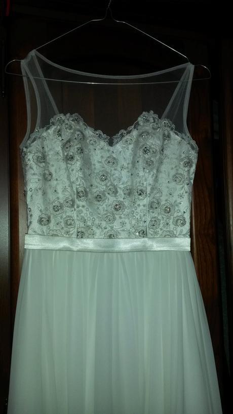 jednoduché šaty s ozdobným živůtkem, 34