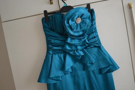 Kvalitné peplum šaty s vlečkou, 40