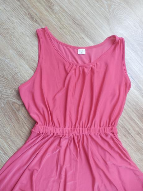 Růžové šaty asymetrického střihu, M