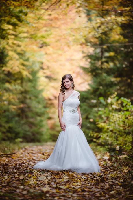Asymetrické svadobné šaty na jedno rameno, 34