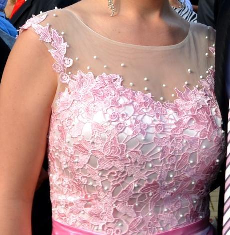 Dlhé jasnoružové šaty, 38