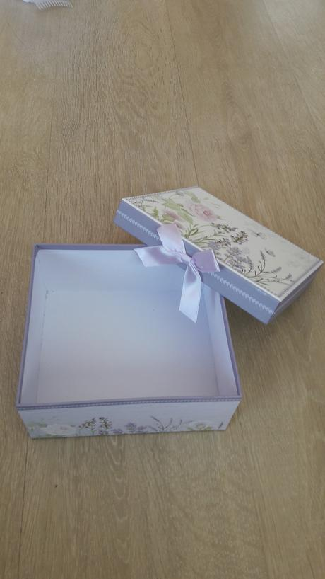 Kartonova krabicka,