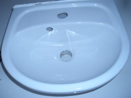 mam na predaj male umyvadlo,
