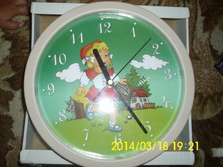 Mam na predaj nastenne hodiny,