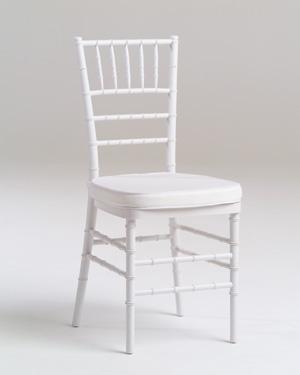 Biele chiavari stoličky,