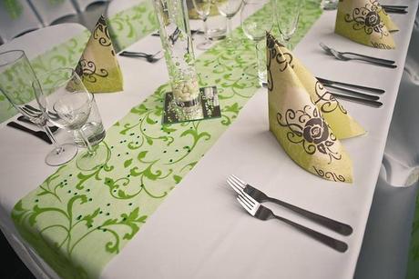 Prenájom štóle na stôl organza zelená so vzorom,