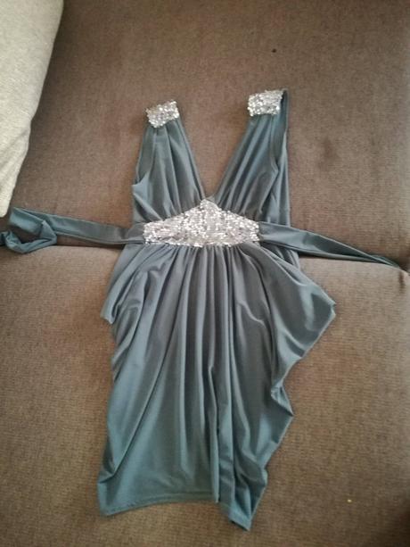olivové šaty zaujímavého strihu, 36