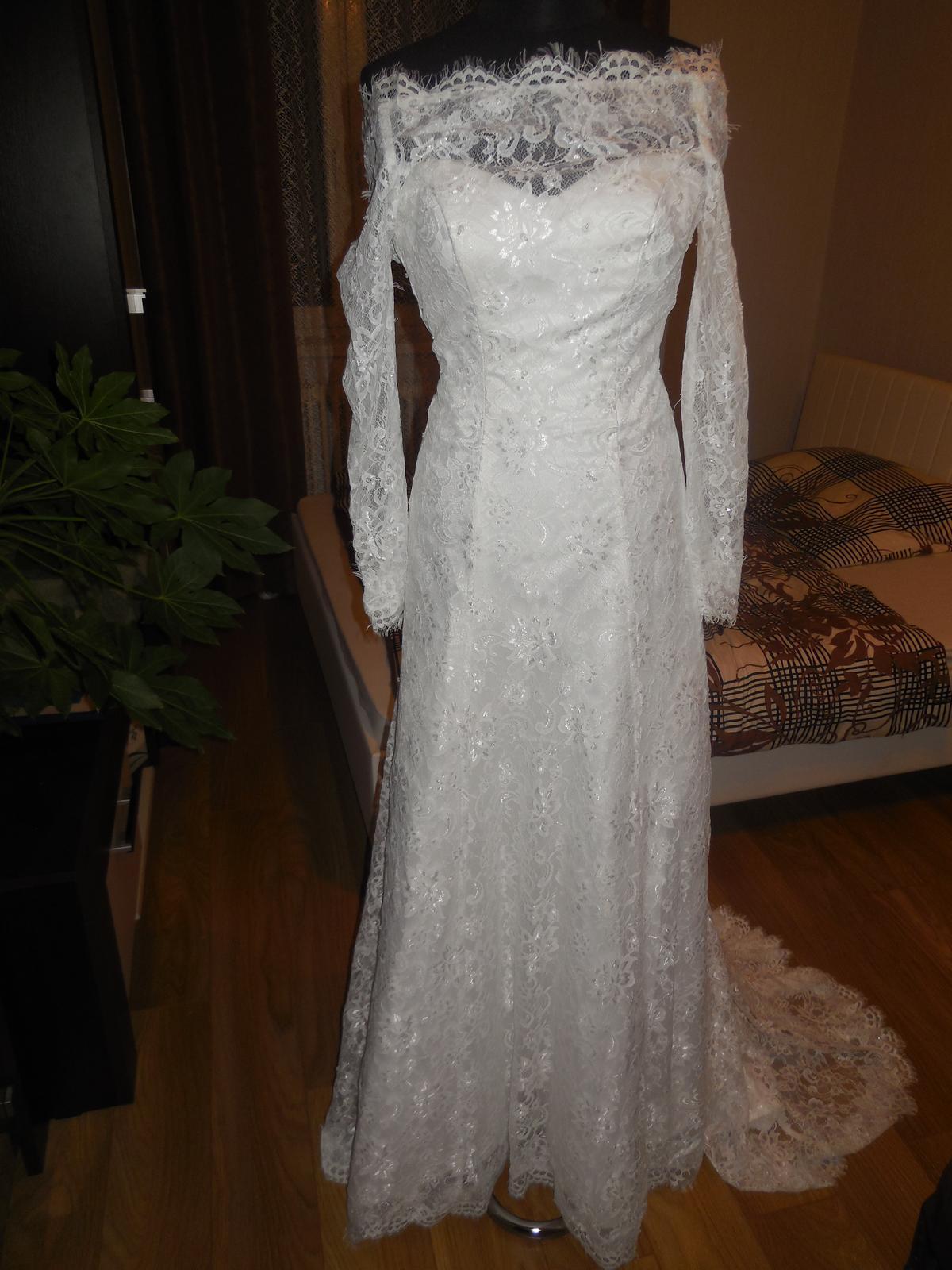 1afe9faaeb74 Baletkovské čipkované šaty s vlečkou