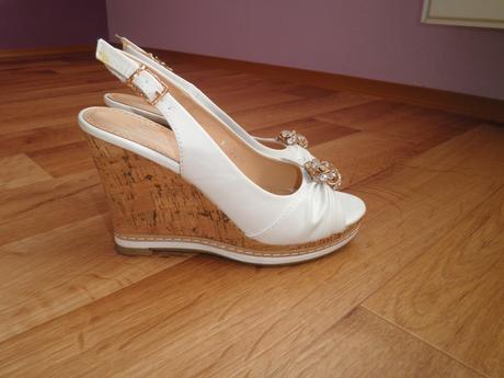 Bílé sandálky, 35