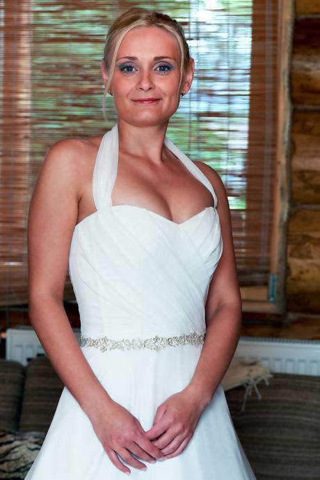 Bílé svatební šaty pro drobnější postavu, 36