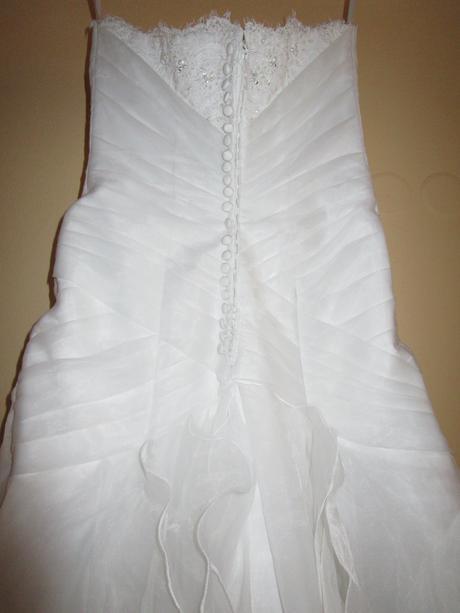 Svatební šaty se sníženým pasem, 38